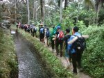 berjalan menelusuri sungai Citumang
